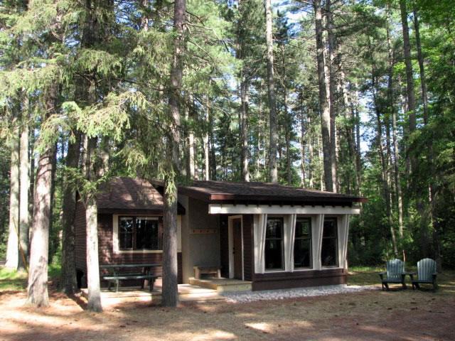 guest-cottage-exterior